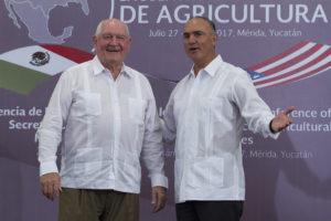 Se llevó a cabo en Mérida la rueda de prensa de la Reunión Bilateral entre José Calzada Rovirosa, titular de la Secretaría de Agricultura, Ganadería, Desarrollo Rural, Pesca y Alimentación (SAGARPA) y  Sonny Perdue del Departamento de Agricultura de los Estados Unidos.