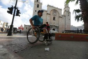 silla de ruedas y catedral