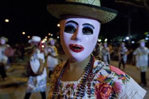 En el lunes regional y a ritmos de jaranas se llevó a cabo el carnaval Travesía Caribeña en Mérida.Nota del corresponsal Tomás Martín.