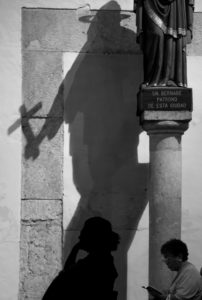 El arzobispo de Yucatán, Gustavo Rodríguez Vega en compañía de miembros de la arquidiócesis de la entidad celebró la misa de miércoles de ceniza en la catedral de Mérida en donde cientos de fieles yucatecos comenzaron con la cuaresma antes de la semana santa.