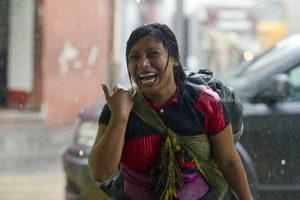 Los habitantes de Mérida fueron sorprendidos por una intensa lluvia propiciada por una vaguada en la península.
